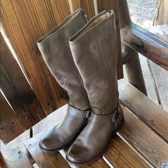 Frye Shoes - Women's size 6 1/2 adorable boots